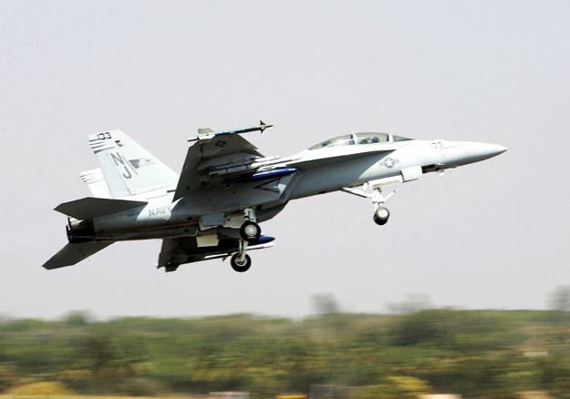 Pilot w ostatniej chwili uniknął uderzenia w domy (zdjęcie ilustracyjne) /AFP