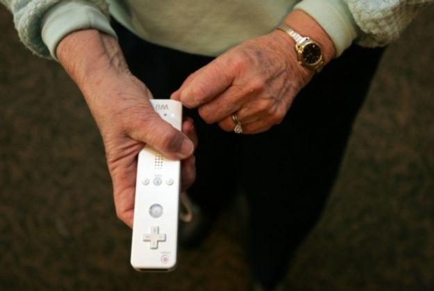 Pilot Wii (Wiimote) - kontroler bez ograniczeń wiekowych. Jego obsługa jest bajecznie prosta /INTERIA.PL
