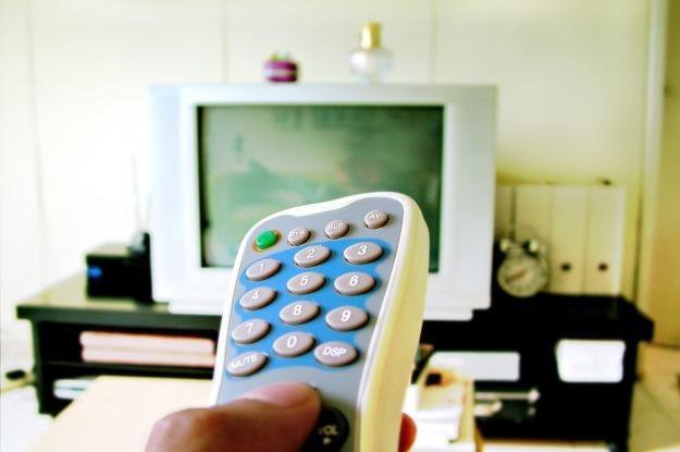 Pilota TV coraz częściej zamieniamy na smartfona lub tableta  fot. Ronen Ijansempoi /stock.xchng