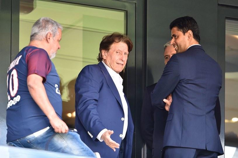 Pini Zahavi (w środku) ma znakomite kontakty w środowisku piłkarskim. Tu na zdjęciu z prezesem PSG /AFP