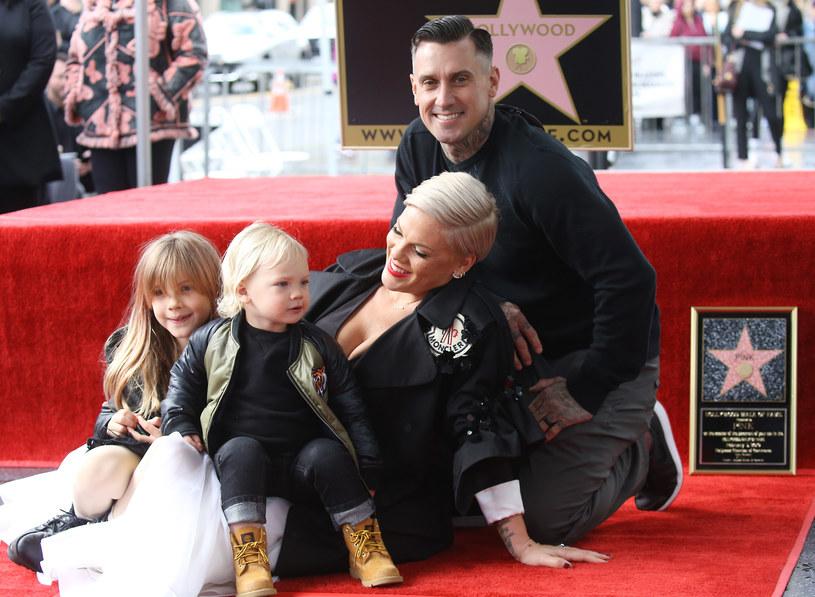 Pink z mężem i dziećmi /Michael Tran /Getty Images