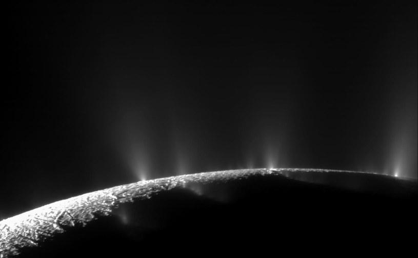 Pióropusze metanu na Enceladusie /materiały prasowe