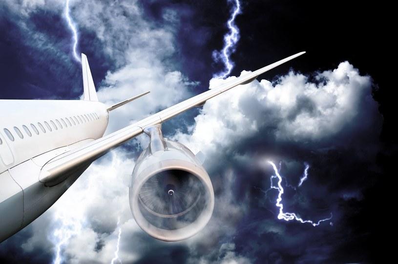 Piorun uderzył w samolot (zdjęcie ilustracyjne) /123RF/PICSEL