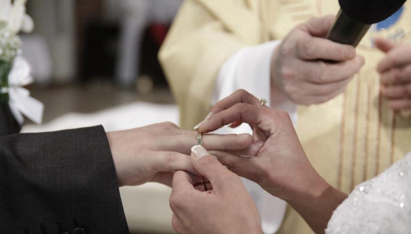 Piosenki zakazane. Kościół wprowadza listę utworów, których nie można śpiewać na ślubie