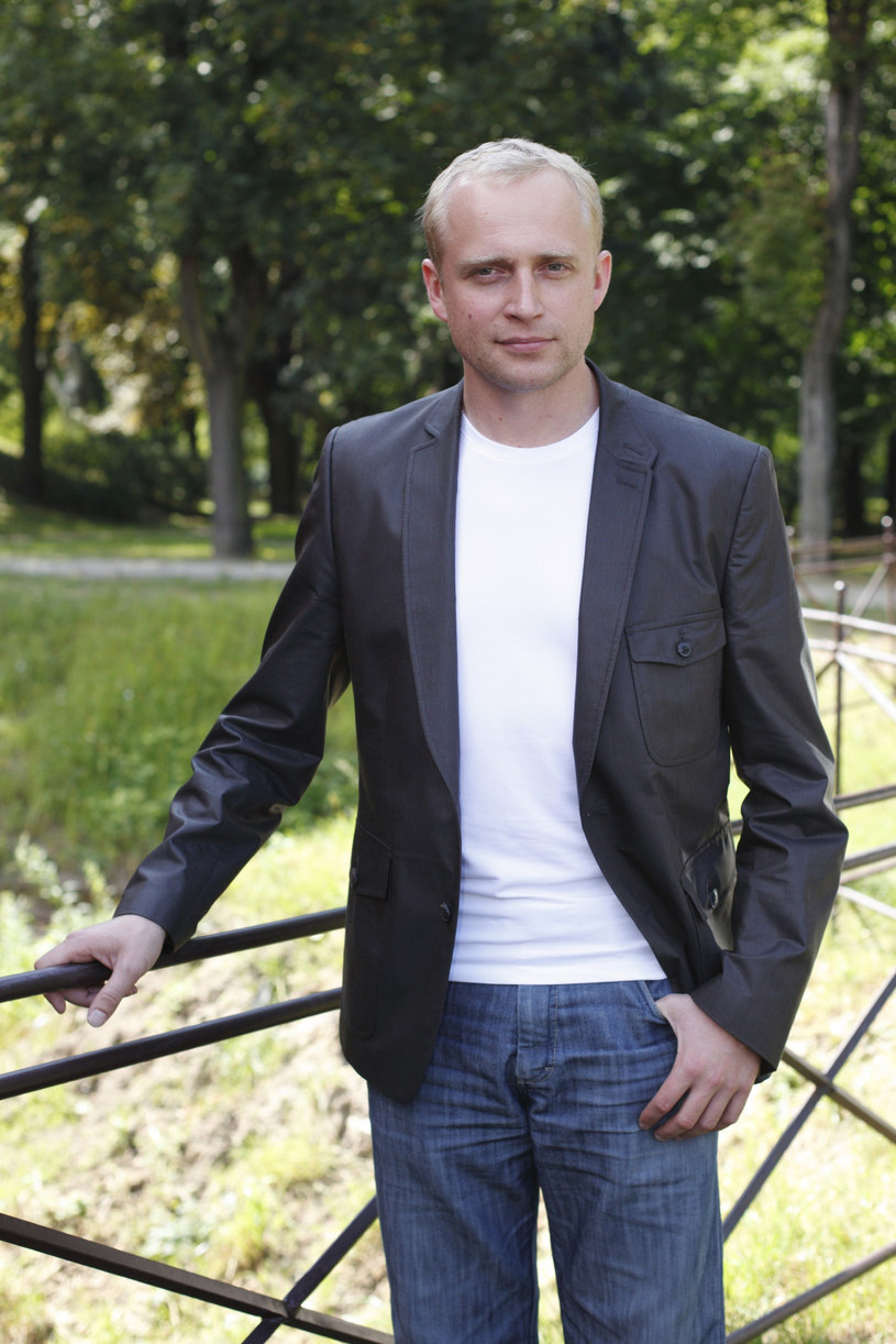 """Piotr Adamczyk w serialu """"Naznaczony"""" /Piotr Blawicki /East News"""