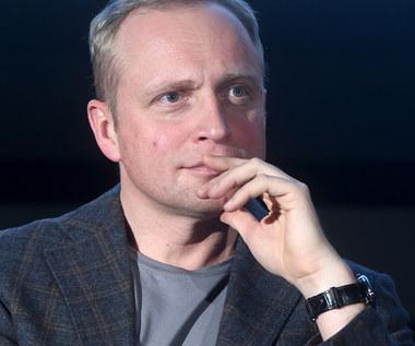 Piotr Adamczyk wrócił do Polski. Chciał całować płytę lotniska