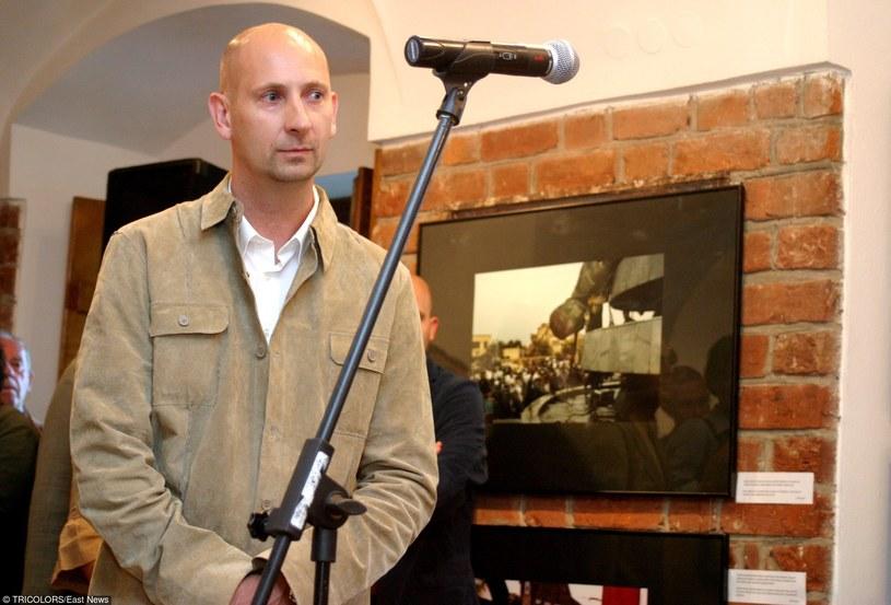 Piotr Andrews na wystawie swoich zdjęć /East News