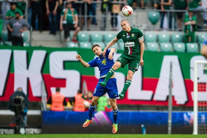 Piotr Celeban (zielony strój) jeden z najlepszych piłkarzy Śląska w tym sezonie /Maciej Witkowski /East News