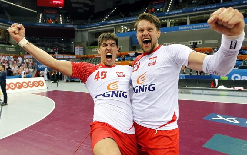 Piotr Chrapkowski (z lewej) i Kamil Syprzak szaleją ze szczęścia po meczu /PAP/EPA