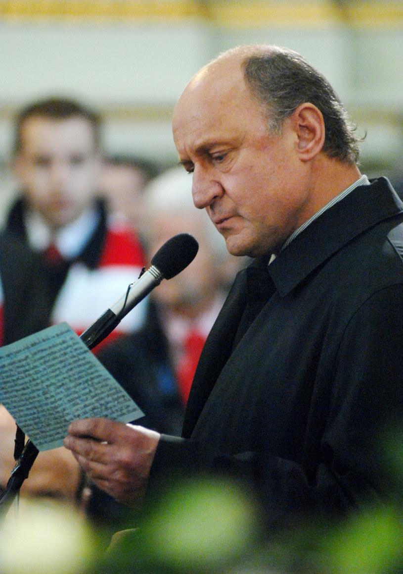 Piotr Fronczewski na pożegnaniu Gustawa Holoubka /Jan Bielecki /East News