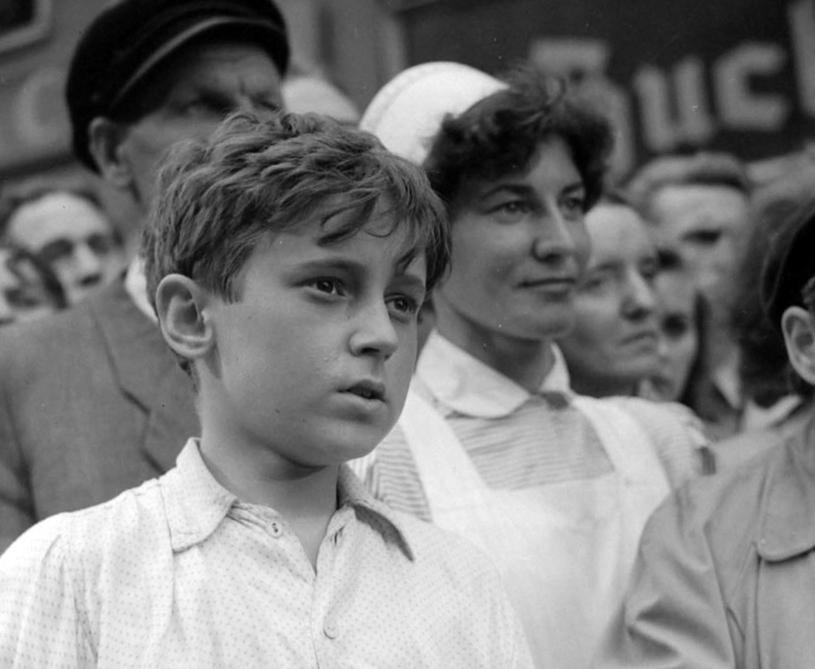 "Piotr Fronczewski w filmie ""Wolne miasto"", 1958 r. /East News"