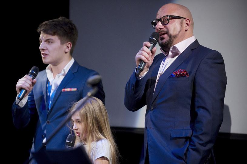 Piotr Gąsowski z córką i synem /AKPA