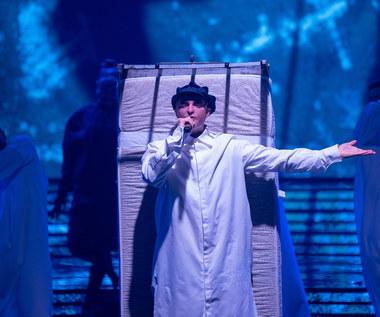 Piotr Gawron-Jedlikowski śpiewa przebój Pet Shop Boys