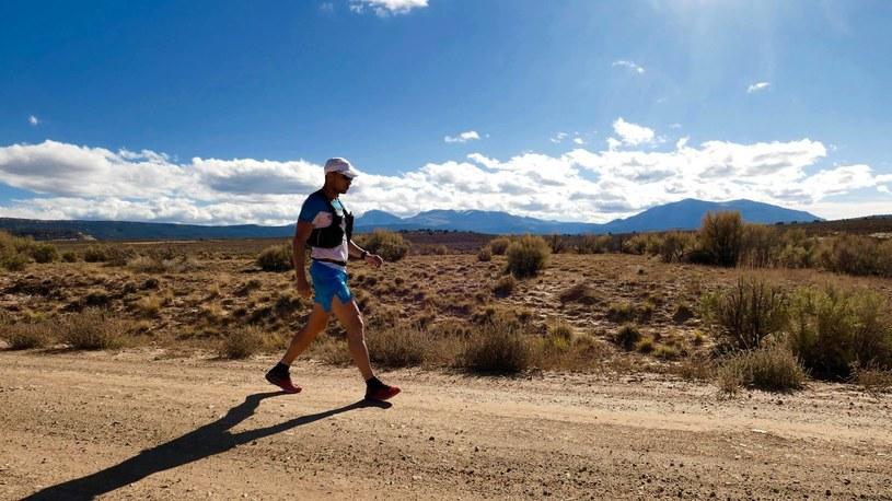 Piotr Hercog na trasie Moab 240 Endurance Run/Źródło: Facebook, archiwum prywatne biegacza /