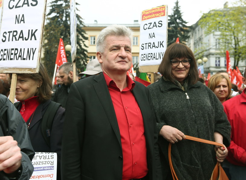 Piotr Ikonowicz i Anna Grodzka na trasie pochodu /Tomasz Gzell /PAP