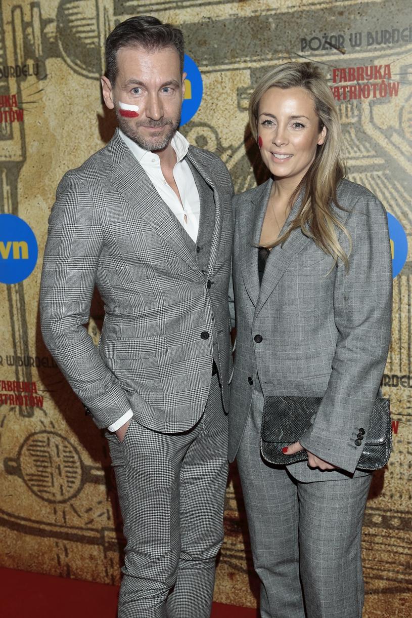 Piotr Kraśko z żoną Karoliną na jednej z premier teatralnych, luty 2018 /Adam Jankowski/REPORTER /East News