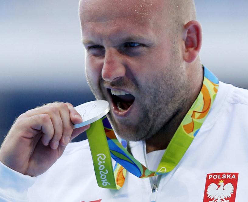 Piotr Małachowski ze srebrnym medalem olimpijskim /PAP/EPA