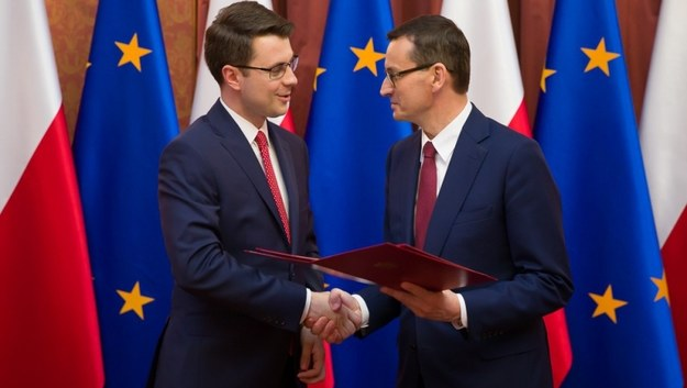 Piotr Mueller i premier Mateusz Morawiecki /KPRM/Krystian Maj /Materiały prasowe