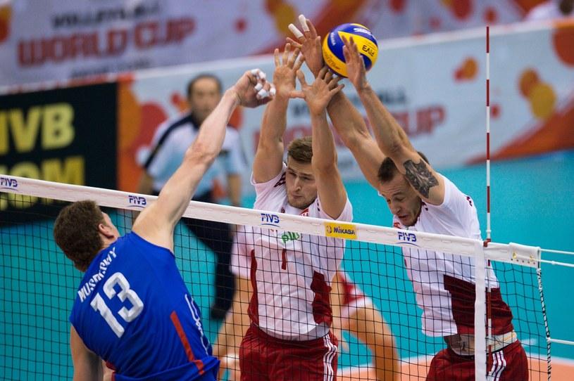 Piotr Nowakowski i Bartosz Kurek próbują zablokować Dmitrija Muserskiego /www.fivb.org