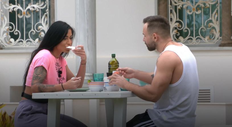 Piotr przygotował dla Stelli romantyczne śniadanie w niecodziennej wersji /Polsat