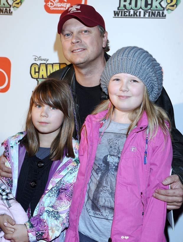 Piotr Szwedes z córkami, fot. Andras Szilagyi  /MWMedia