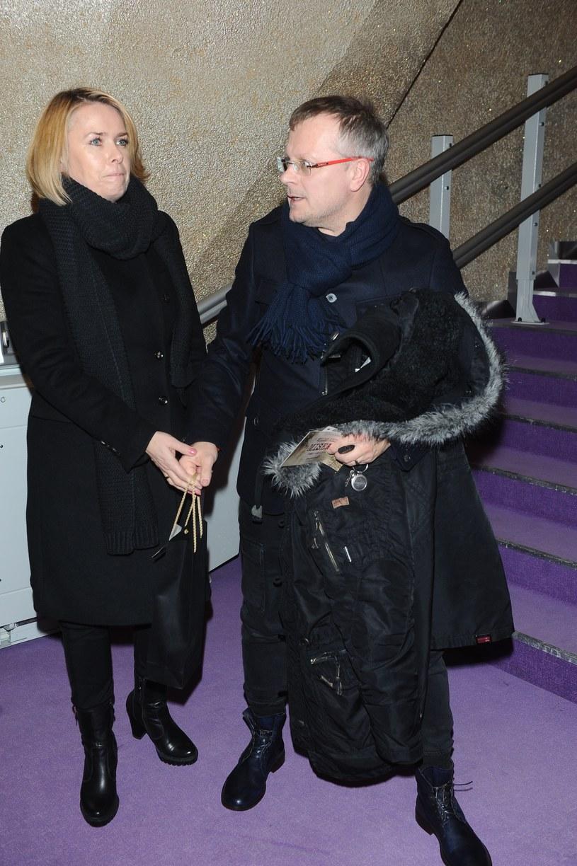 Piotr Szwedes z żoną na premierze teatralnej /Piotr Andrzejczak /MWMedia