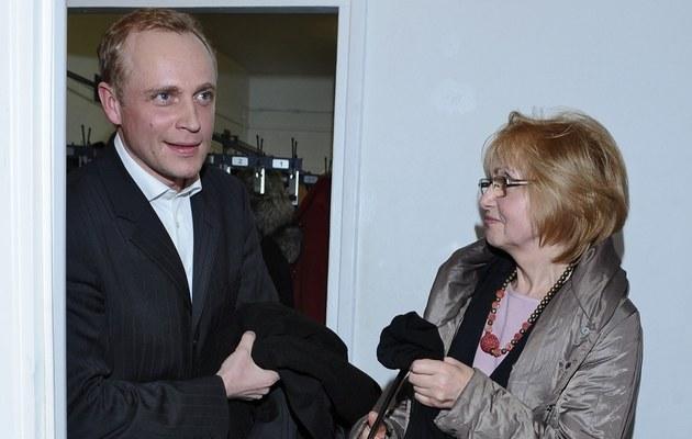 Piotr z mamą /- /MWMedia