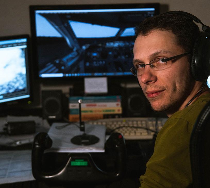 Piotr zaczął swoją przygodę z wirtualnym lataniem w 2007 roku /INTERIA.PL
