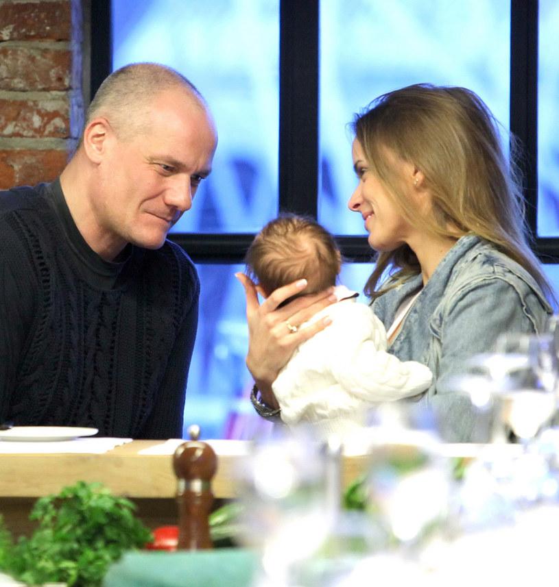 Piotr Zelt i Monika Ordowska z córką Amelią /Paweł Wrzecion /MWMedia