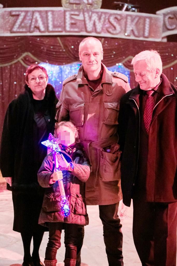 Piotr Zelt z córką Nadią i rodzicami /materiały prasowe
