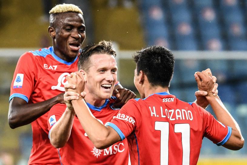 Piotr Zieliński (w środku) cieszy się z gola w meczu Napoli kontra Sampdoria /ANDREAS SOLARO /East News