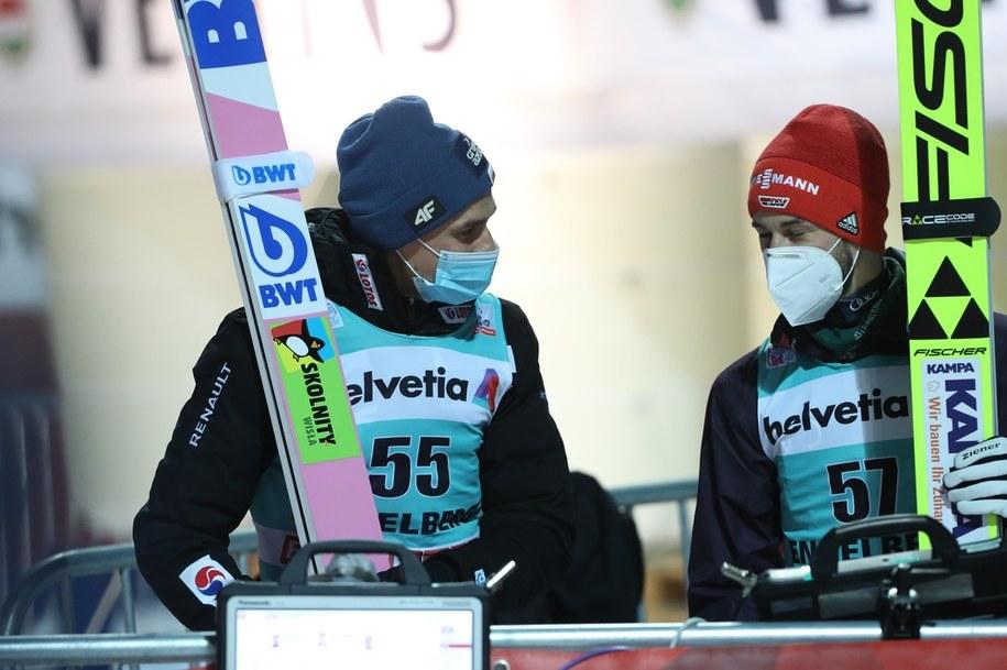 Piotr Żyła i Markus Eisenbichler w czasie zawodów Pucharu Świata w szwajcarskim Engelbergu, 20 grudnia 2020 / Grzegorz Momot    /PAP