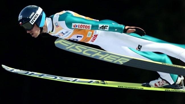 Piotr Żyła podczas konkursu drużynowego zawodów Pucharu Świata w skokach narciarskich w niemieckim Klingenthal /Grzegorz Momot /PAP
