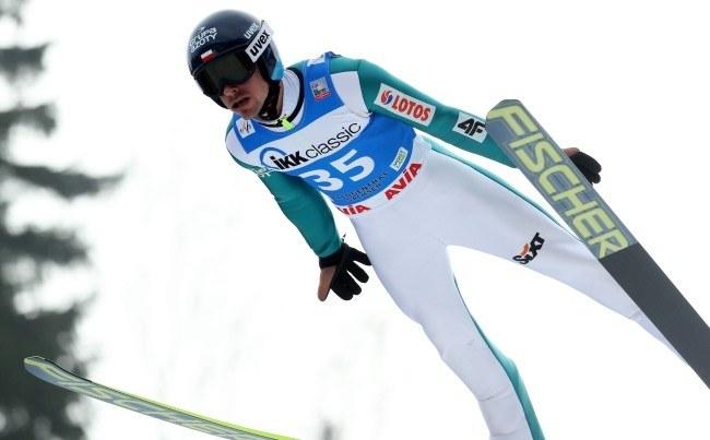Piotr Żyła podczas zawodów Pucharu Świata w skokach narciarskich w niemieckim Klingenthal /Grzegorz Momot /PAP