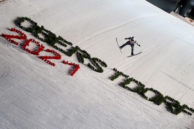 Piotr Żyła w serii kwalifikacyjnej do konkursu skoków na skoczni HS 137 podczas mistrzostw świata w narciarstwie klasycznym w niemieckim Oberstdorfie /Grzegorz Momot /PAP
