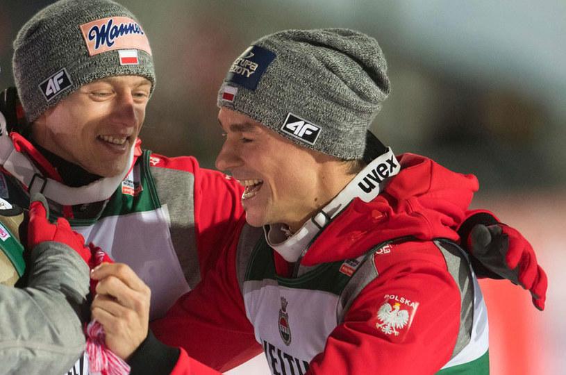 Piotr Żyła (z prawej) i Dawid Kubacki /AFP