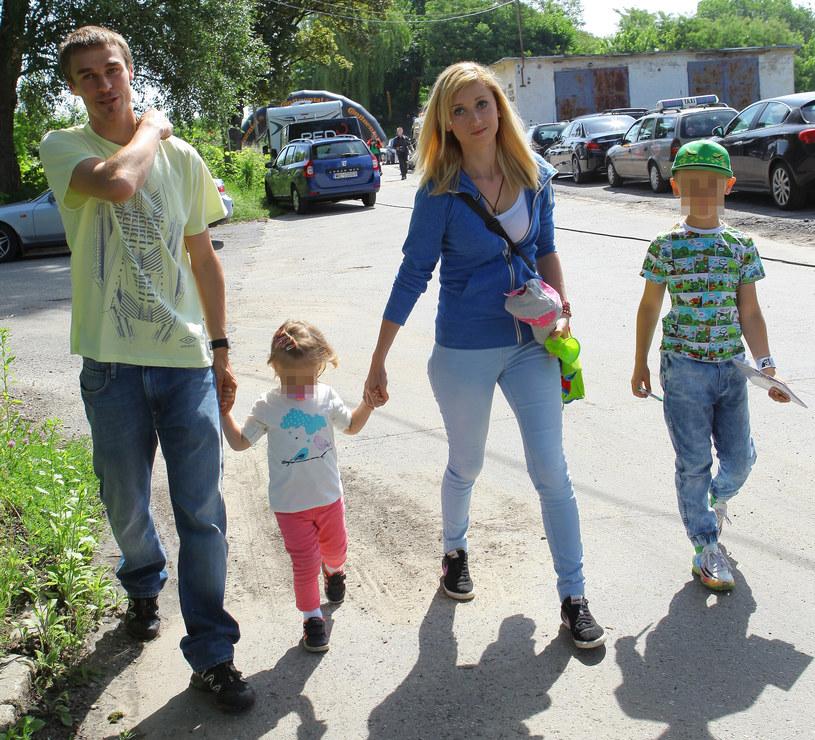 Piotr Żyła z żona i dziećmi, fot. Studio69/Ania Moduszewska /Agencja FORUM
