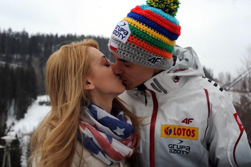 Piotr Żyła z żoną Justyną /Maciej Giller /East News