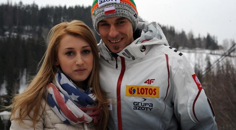 Piotr Żyła z żoną Justyną /Maciej Gillert /East News