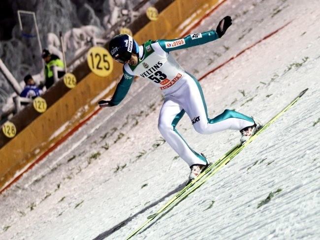 Piotra Żyłę stać na wygranie zawodów Pucharu Świata - ocenia Apoloniusz Tajner /Grzegorz Momot /PAP