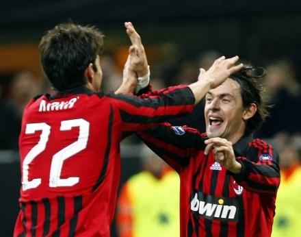 Pippo i Kaka celebrują gola dla Milanu. /AFP