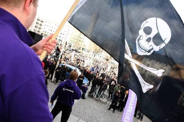 Piraci wypowiedzieli w sieci wojnę obrońcom praw autorskich /AFP