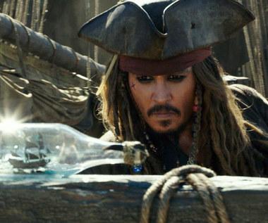 """""""Piraci z Karaibów: Zemsta Salazara"""": Królestwo za butelkę rumu!"""