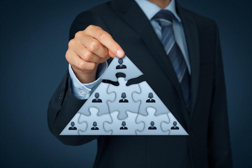 Piramida finansowa: Uważaj w co i gdzie inwestujesz /123RF/PICSEL