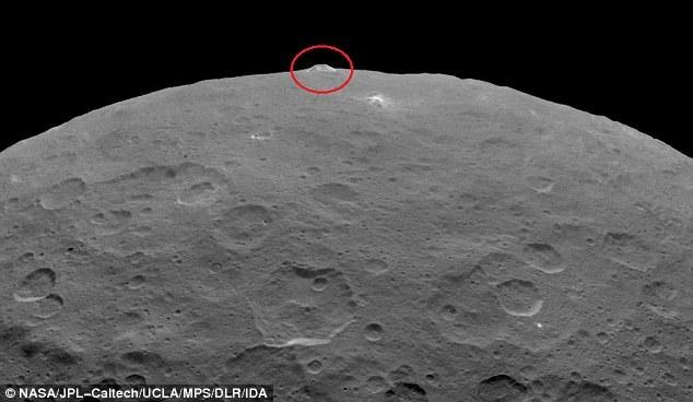 """""""Piramida"""" to kolejna zagadka, jaką przed naukowcami postawiły badania Ceres. /NASA"""