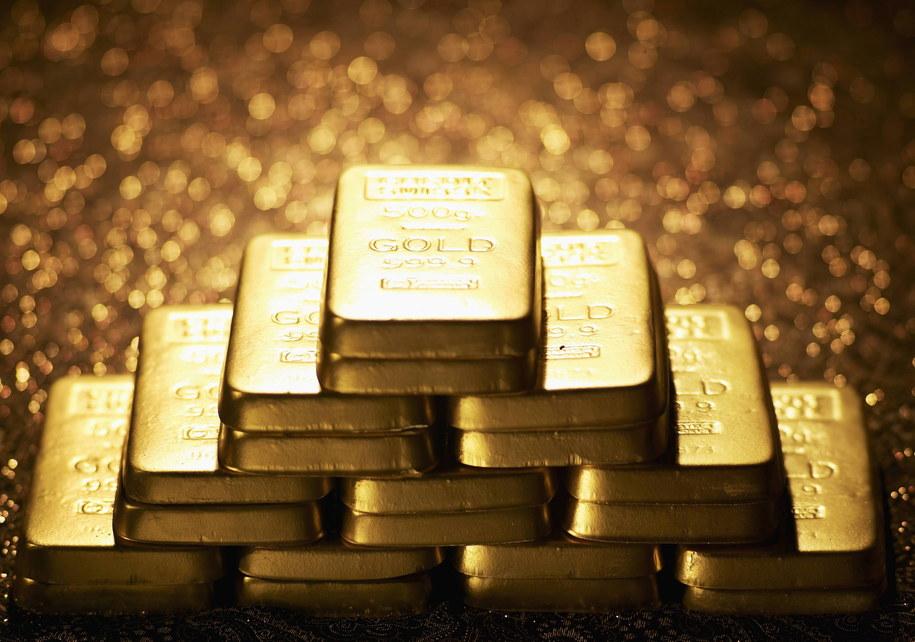 Piramida ze sztabek złota (zdj. ilustracyjne) /Photoshot    /PAP