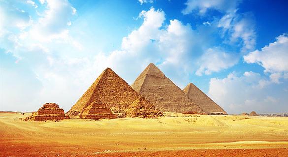 Piramidy w Egipcie /© Photogenica