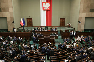 PiS chce zmienić regulamin Sejmu. Chodzi o głosowanie ws. stanu nadzwyczajnego