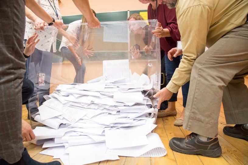 PiS domaga się ponownego rpzeliczenia głosów w sześciu okęgach /Wojciech Strozyk/REPORTER /Reporter
