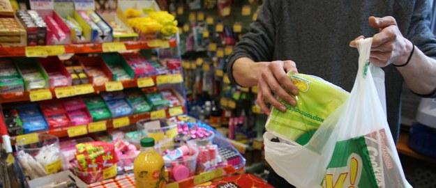 PiS ostrzega handlowców przed próbami omijania zakazu niedzielnego handlu
